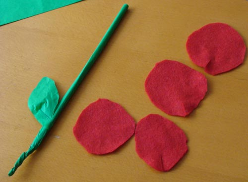Fab mums monday crafts poppies made with felt and straws poppies stage 1 mightylinksfo
